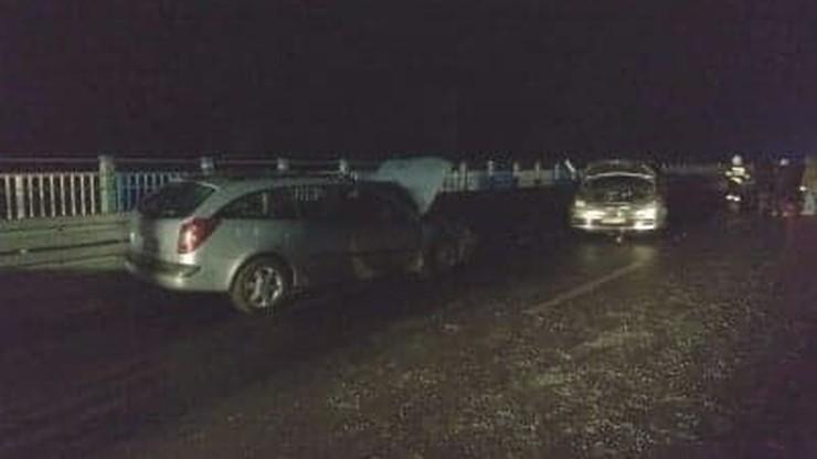 Karambol dziesięciu aut na moście w Baciutach. Duże utrudnienia