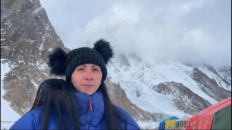 Zimowe wejście na K2. Kłopoty Gorzkowskiej, Polka wróciła do bazy