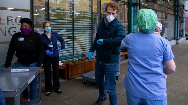Prawie milion ludzi zakażonych koronawirusem w USA
