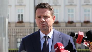 Trzaskowski: tęczowa flaga nie powinna nikogo obrażać