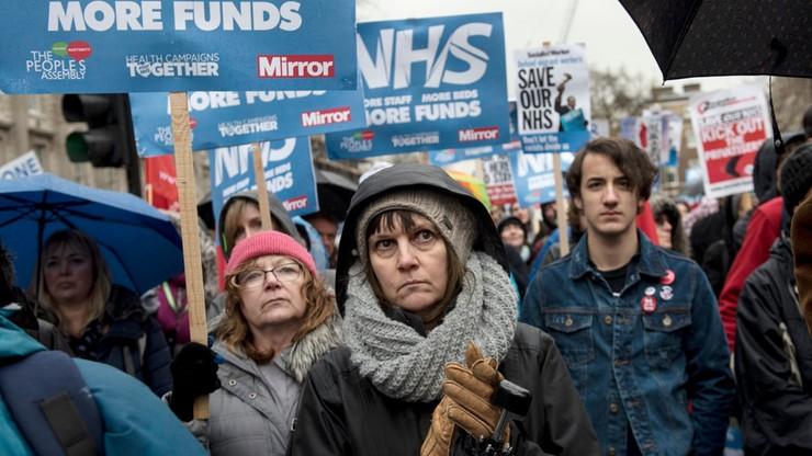 Wielka Brytania: protest przeciwko cięciom w budżecie służby zdrowia