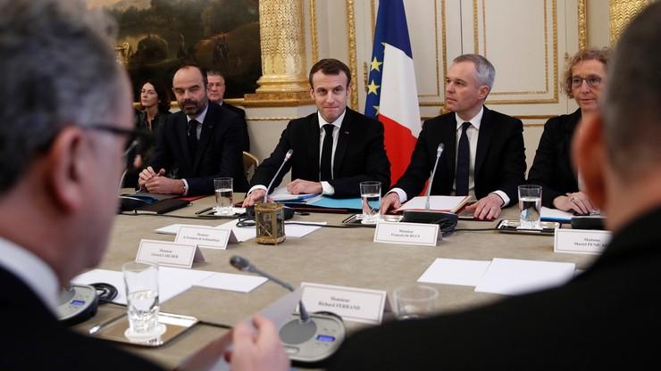 """Macron po długim milczeniu zabrał głos ws. protestów. """"Są uzasadnione"""""""