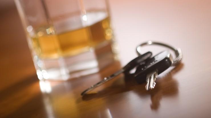 Pijany i bez prawa jazdy chciał pojechać do matki, aby złożyć jej życzenia
