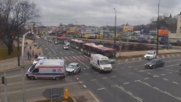 Nagranie z wypadku karetki w Lublinie. Ambulans przewrócił się na bok [WIDEO]