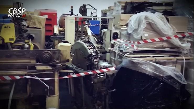 Olsztyn: nielegalna fabryka papierosów jak obóz. Pracownicy z niej nie wychodzili