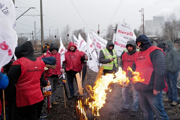 """""""Nie wjedzie tu żaden ruski węgiel"""". Górnicy blokują Elektrownię Łaziska"""