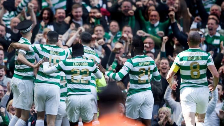 Piłkarz Celticu Glasgow w szale radości zabrał policjantowi jego atrybut (WIDEO)