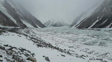 Wyprawa na K2. Wielicki: silny wiatr nie pozwala założyć obozu trzeciego