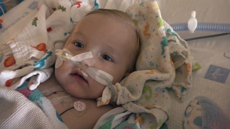 Antoś odłączony od respiratora. Chłopczyk po ciężkiej operacji samodzielnie oddycha