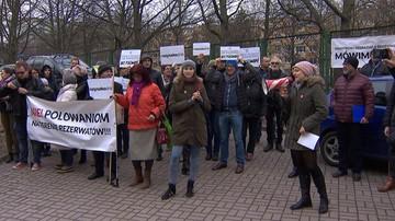 """""""Minister degradacji jak zwykle nie ma racji"""". Protest przeciwko polowaniom w rezerwacie """"Las Warmiński"""