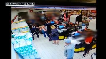 Patyczek utknął w gardle czterolatka. Policjant ruszył na ratunek