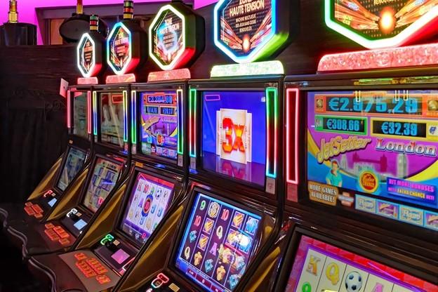 Opolskie: policja zlikwidowała magazyn nielegalnych automatów do gier