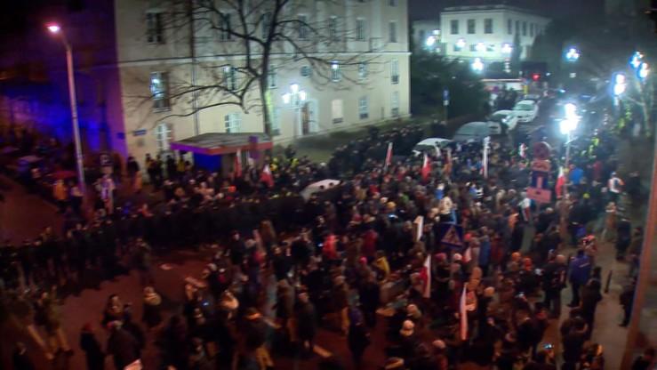 Policja: publikację wizerunku osób sprzed Sejmu poleciła prokuratura