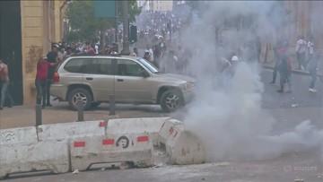 Protesty w Bejrucie, demonstranci w budynkach rządowych. Policja użyła gazu łzawiącego
