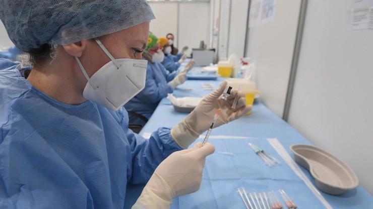 Wstrzykiwała pacjentom roztwór soli zamiast szczepionki. Chciała ukryć swój błąd