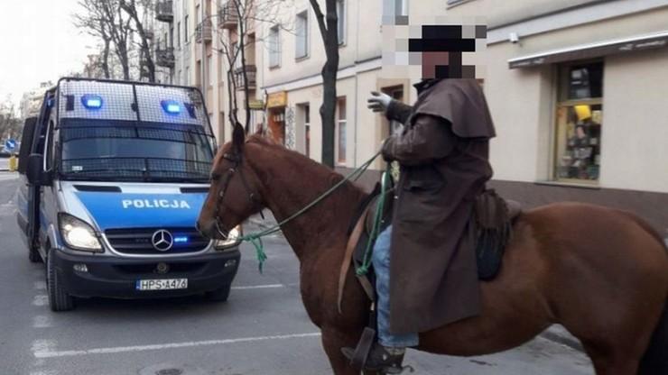 Jechał konno po ścisłym centrum Kielc, w dodatku był nietrzeźwy  [WIDEO]