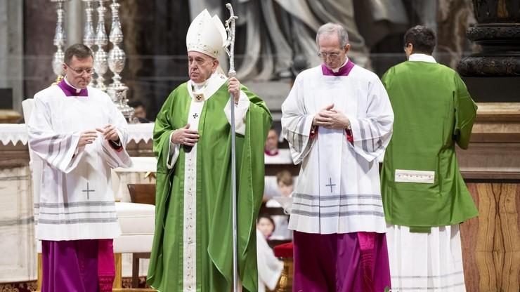 """""""Człowiek jest wart więcej niż wszystkie informacje świata"""". Papież w Światowy Dzień Ubogich"""