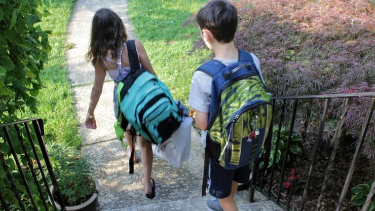 Szkolny plecak z zawartością powinien ważyć do 20 proc. wagi dziecka