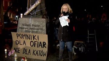 Protest przed pomnikiem ks. Jankowskiego w Gdańsku: Pomniki dla ofiar - nie dla katów