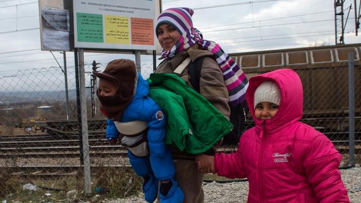 Francja: w ciągu roku rozbito 25 siatek zajmujących się przemytem migrantów