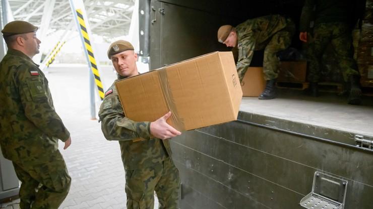 Sprzęt ochronny jedzie do wielkopolskich lekarzy. Pomagają żołnierze WOT