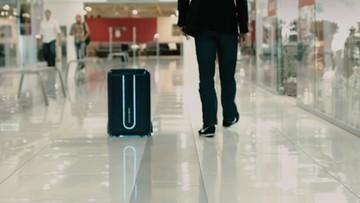 Tej walizki nie trzeba nosić ani ciągnąć. Pojedzie sama