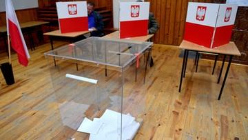 """""""Ukrył karty do głosowania w kieszeni"""". 67 incydentów do godz. 14:30"""