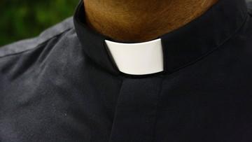 Ksiądz miał w niedzielę na mszy zachęcać do głosowania na PiS. Policja bada sprawę