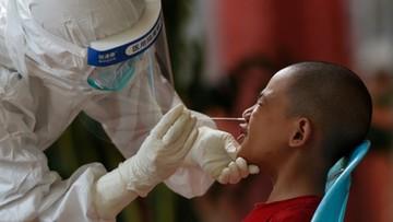 Im dziecko młodsze, tym łatwiej rozsiewa koronawirusa