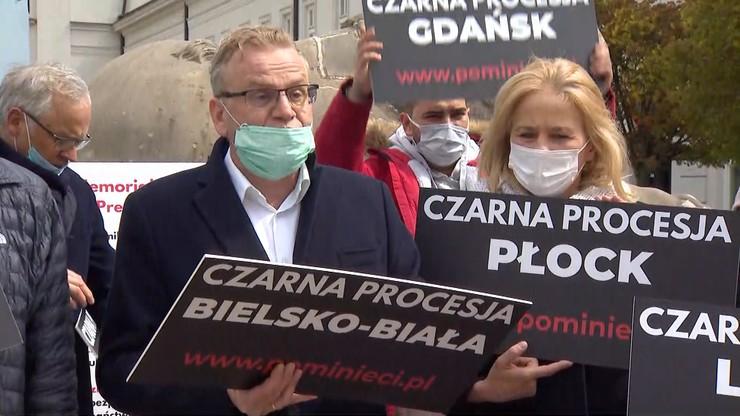 """""""Czarna procesja"""". Protest przedsiębiorców przed Pałacem Prezydenckim"""