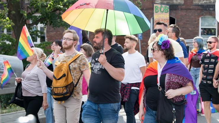 CBOS: 23 proc. Polaków uznaje homoseksualizm za rzecz normalną, a 51 proc. go toleruje