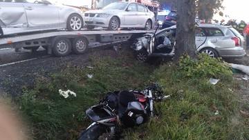 Tragiczne zderzenie lawety, motocykla i auta. Trzy osoby nie żyją