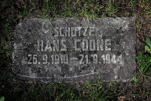 Nagrobek jednego z żołnierzy poległych podczas II wojny światowej