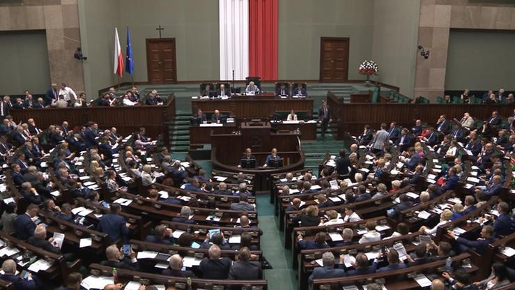 """""""Gigantomania"""" vs. """"inwestycja na miarę Gdyni"""". Posłowie o Centralnym Porcie Komunikacyjnym"""