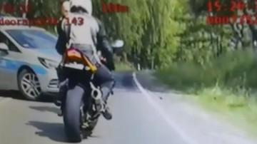 """Motocyklista """"zarobił"""" 80 punktów karnych w 4 minuty. Nie miał nawet odpowiedniego prawa jazdy"""