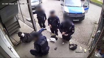 Brutalna interwencja policjantów. Powalili i skuli mężczyznę, bo nie miał przy sobie dokumentów