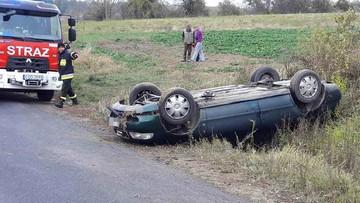 Kierowca audi z promilami, a pasażer z narkotykami. Dachowali i uciekli