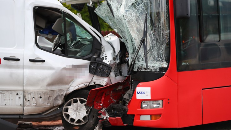 Zderzenie autobusu z busem. 6 osób rannych