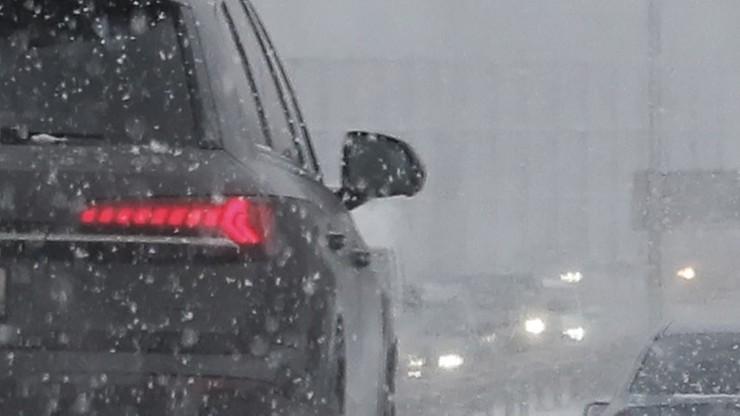 Karambol na zaśnieżonej autostradzie w Japonii. Około 200 uczestników