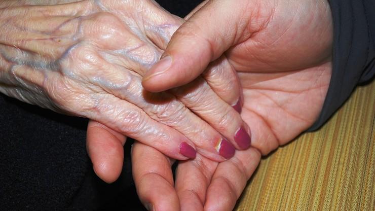 Starsza pani pozna pana. 89-letnia uwodzicielka-oszustka usypiała i okradała kochanków