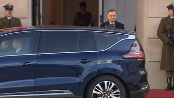 Niespodziewana sytuacja podczas wizyty w Polsce. Macron musiał zmienić samochód