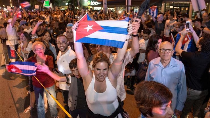 Jedni płaczą, inni świętują na ulicach. Skrajne reakcje po śmierci Fidela Castro