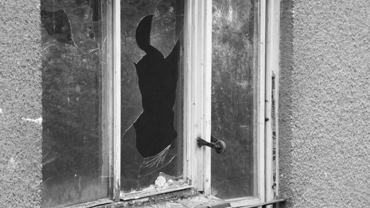 Przyszedł po pożyczkę do sąsiada. Wybił wszystkie szyby w oknach