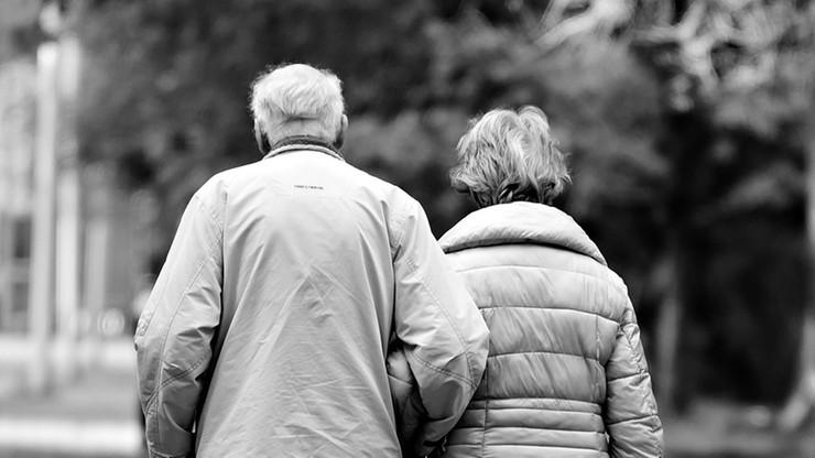 Byli małżeństwem 63 lata. Zmarli na Covid-19 w odstępie godziny