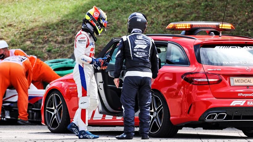Formuła 1: Zmiana załogi samochodu medycznego po pozytywnych testach na COVID-19