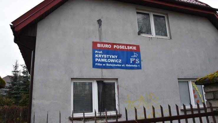 """Ktoś oblał farbą filię biura poselskiego Pawłowicz. """"Totalni, jak zwykle, nie wykazali się celnością..."""""""