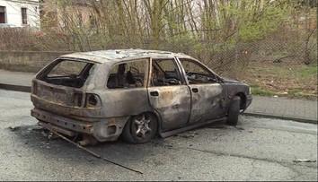 Nocne pożary aut w Chełmnie. Pięć doszczętnie wypalonych wraków na ulicy