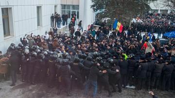 Protesty antyrządowe w Mołdawii. Demonstranci wdarli się do parlamentu