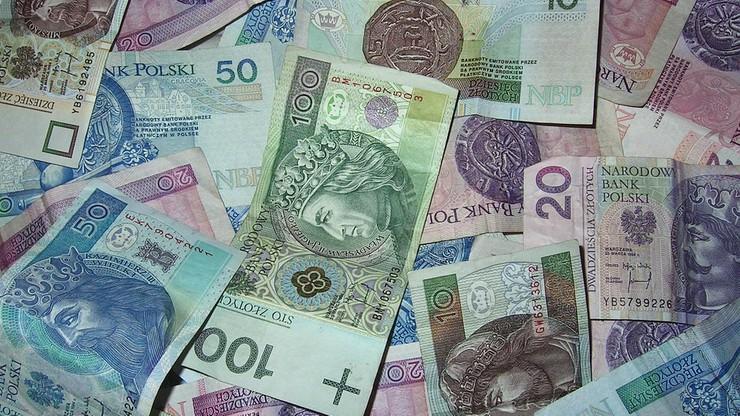 Krajowy Rejestr Długów: większość Polaków uważa, że koszty życia w kraju są wysokie
