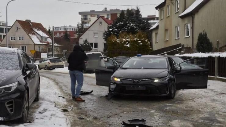 Gdańsk. Policja oddała około 20 strzałów w auto, ale kierowca uciekł [NAGRANIE]
